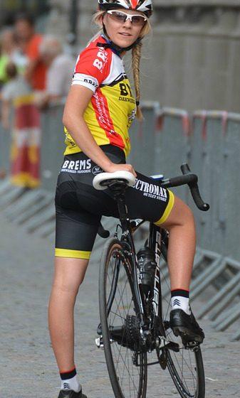 chica-ciclista-de-carretera
